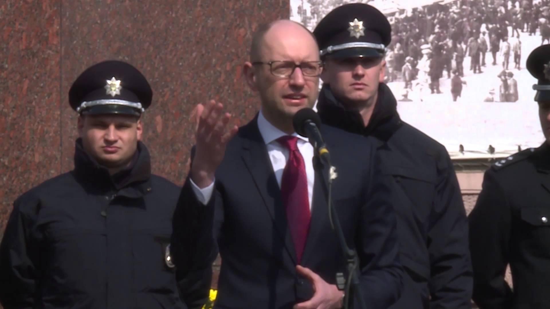 Премьер-министр Украины и министр внутренних дел приняли участие в церемонии присяги патрульной полиции в Черновцах